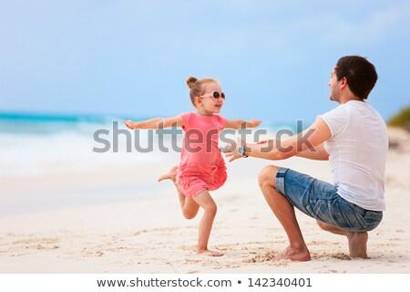 父 · 2 · 小さな · 子供 · を実行して · ビーチ - ストックフォト © andreypopov