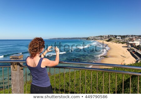 Vörös hajú nő tengerpart Newcastle Ausztrália egy gyönyörű Stock fotó © jeayesy