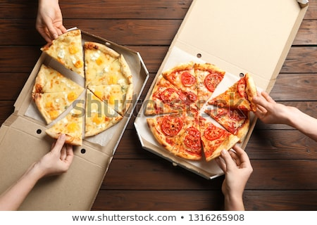 quente · fresco · pizza · abrir · caixa · isolado - foto stock © OleksandrO