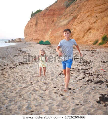 lopen · strand · glimlachend · kind · zee - stockfoto © paha_l
