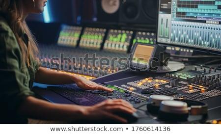 Audio boord geluid ingenieurs hand bewegende Stockfoto © IvicaNS