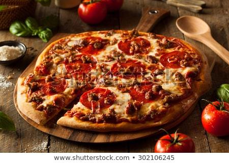 Eigengemaakt vlees pizza vers gebakken salami Stockfoto © zhekos