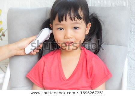 Ragazza termometro orecchio donna mano medici Foto d'archivio © IS2