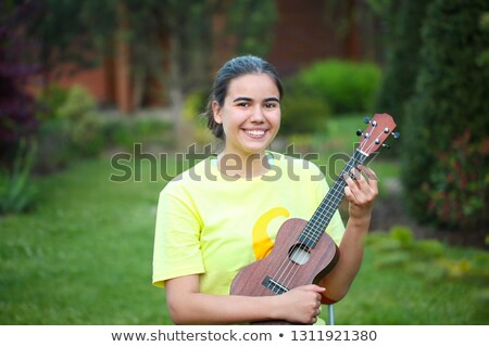 fille · guitare · chanson · stylo · maison · portable - photo stock © dashapetrenko