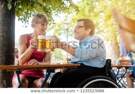 Inválido homem cadeira de rodas amigo potável cerveja Foto stock © Kzenon