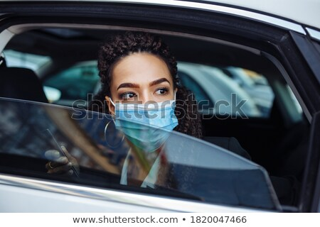 Taksówką kierowcy jazdy mówić telefonu jedzenie Zdjęcia stock © jossdiim