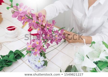 jóvenes · mujer · bonita · de · trabajo · florista · tienda · sonriendo - foto stock © snowing
