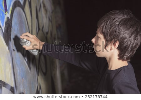 Teen graffiti muur tunnel kind menigte Stockfoto © Lopolo