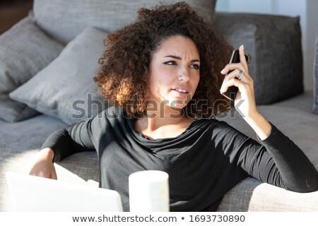 Vrouw lezen scherm mobiele jonge vrouw Stockfoto © Giulio_Fornasar