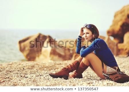 Gyönyörű nő arany cipő nő pénz lány Stock fotó © konradbak