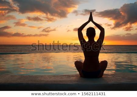 mulher · ioga · oceano · jovem · mulher · bonita - foto stock © EllenSmile