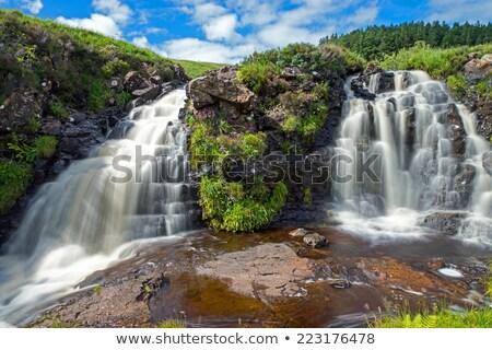 pequeno · rio · escócia · chuvoso · dia · céu - foto stock © elxeneize