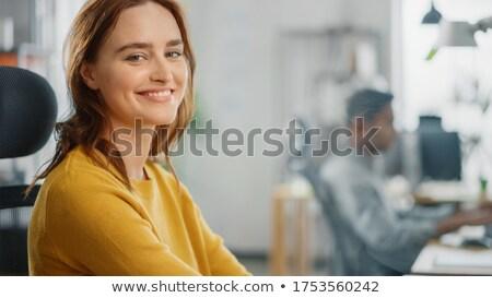 chica · atractiva · de · trabajo · brillante · oficina · sonriendo · atractivo - foto stock © nyul