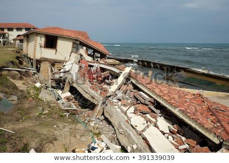 Foto d'archivio: Erosione · il · cambiamento · climatico · rotto · costruzione · Vietnam