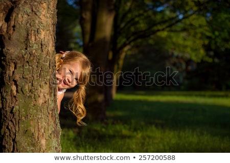 Joven ocultación detrás plantas ejecutando diversión Foto stock © IS2