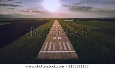 Vliegtuigen landingsbaan witte luchthaven hemel Blauw Stockfoto © ssuaphoto