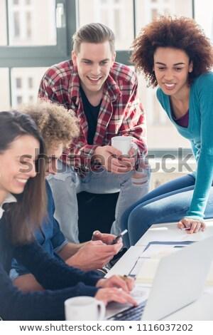 diákok · néz · együtt · vicces · online · videó - stock fotó © kzenon