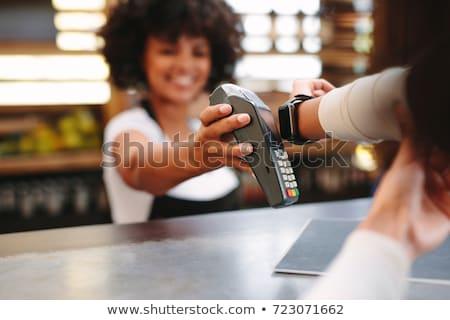Foto stock: Pagamento · café · irreconhecível · mulher