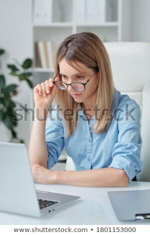mulheres · jovens · olhando · compras · urbano · europa - foto stock © pressmaster