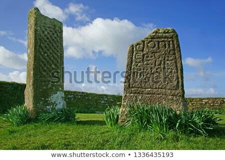 Celtic steen kruis Ierse kerkhof hemel Stockfoto © morrbyte
