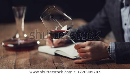 um · vidro · vinho · branco · vinho · barril · folhas · verdes - foto stock © photography33