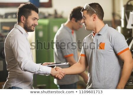 建設作業員 · 研修生 · 握手 · ボディ · 教師 · ジーンズ - ストックフォト © photography33