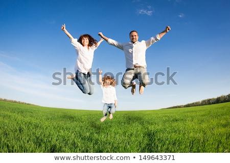 familia · hierba · cielo · azul · cielo · sonrisa · hierba - foto stock © paha_l