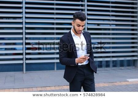 szakállas · arab · üzletember · mobiltelefon · ruházat · utazás - stock fotó © studioworkstock
