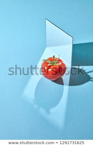 Spiegel rijp tomaat Blauw reflectie schaduwen Stockfoto © artjazz