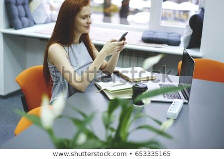 gericht · Rood · tienermeisje · studeren · tabel · bibliotheek - stockfoto © deandrobot