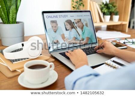 claves · imagen · femenino · dedos · ordenador - foto stock © pressmaster