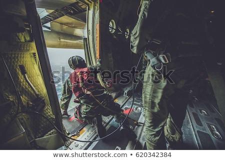 Foto stock: Soldados · atacar · quebrar · tijolos · parede · cidade