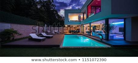 Moderno deck piscina legno ombrello blu Foto d'archivio © backyardproductions