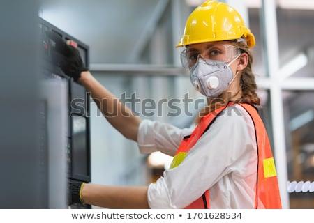 оператор красивая девушка гарнитура глядя камеры женщину Сток-фото © oneinamillion