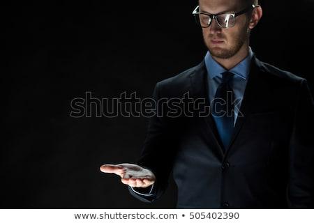 fiatal · üzletember · tart · valami · pálma · kéz - stock fotó © wavebreak_media
