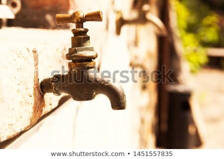 古い · 給水栓 · 白 · 壁 · 水 · タップ - ストックフォト © borysshevchuk