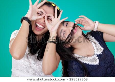 Mooie stijlvol tweeling zusters poseren witte Stockfoto © amok