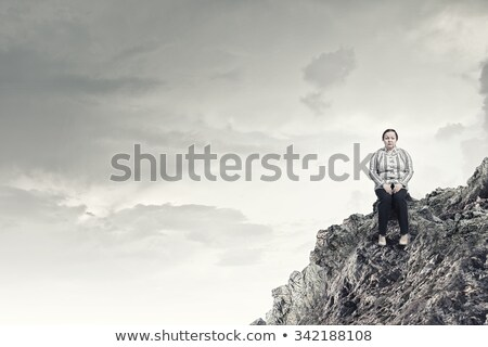 Jolie femme séance grand pierre robe blanche femme Photo stock © PetrMalyshev