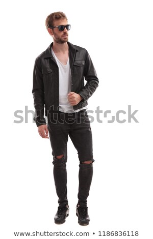 Homem caminhada posando jeans jaqueta de couro Foto stock © feedough