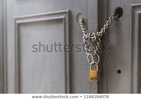 Haus geschlossen Kette Vorhängeschloss Gebäude Sicherheit Stock foto © Pruser