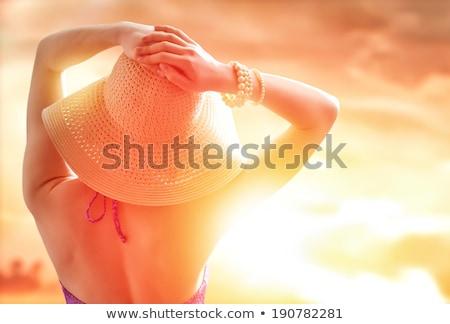 Csinos nő tengerpart néz naplemente folyó kék Stock fotó © vapi