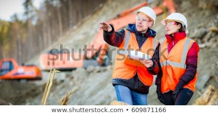 ストックフォト: 男性 · 女性 · 建設 · 男 · 作業 · 笑みを浮かべて