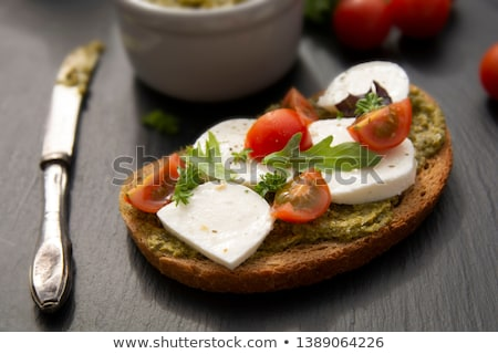 bruschetta · paradicsomok · mozzarella · bazsalikom · koktélparadicsom · fa · deszka - stock fotó © illia