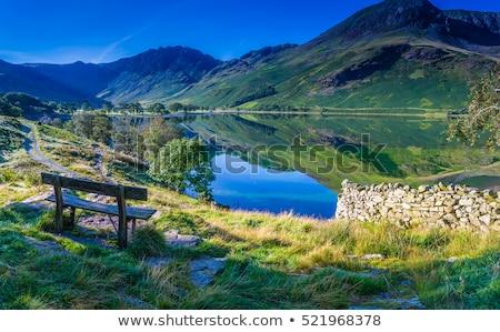 Reflectie heuvels water spiegel zoals Stockfoto © backyardproductions