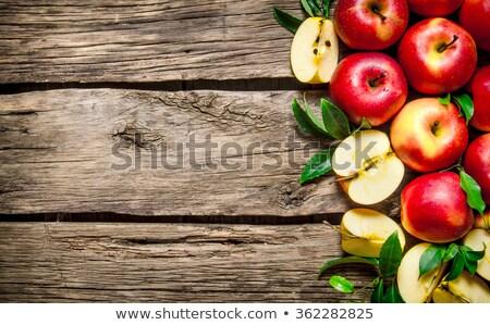 Foto stock: Maçãs · maduro · vermelho · madeira · natureza