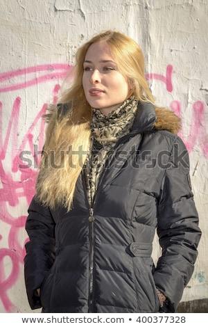 Mujer rubia posando graffiti belleza jóvenes colorido Foto stock © fanfo