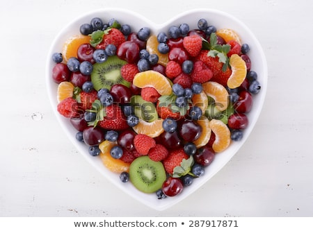 Gyümölcssaláta szív alakú tál szeretet reggeli Stock fotó © M-studio