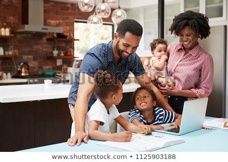 アフリカ系アメリカ人 · 少年 · 見える · 父 · 幸せ · ベッド - ストックフォト © is2