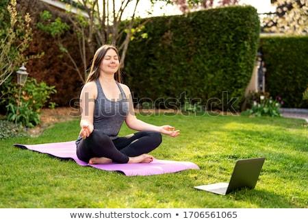女性 · 瞑想 · 外 · 青空 · 幸せ · ヨガ - ストックフォト © monkey_business