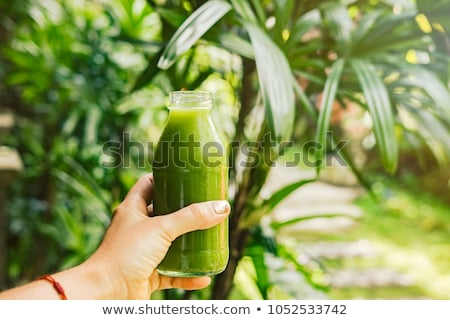 vrouw · glas · jar · vers · voedsel · portret - stockfoto © dolgachov